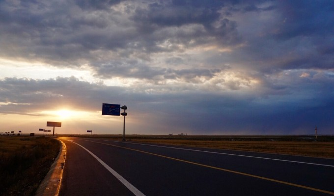 背景 壁纸 道路 风景 高速 高速公路 公路 天空 桌面 680_400