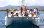 毛里求斯鹿岛双体船一日游(爱是能一起上天和下海+包含水上三项+海底漫步+水上沙发+滑翔伞BBQ)