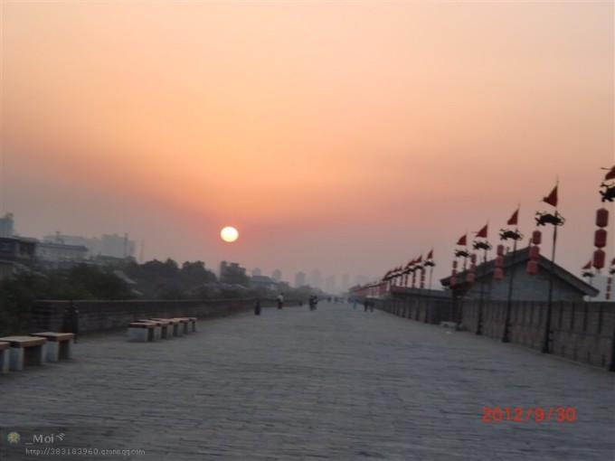 看風景的心情…還有在夕陽下騎著單車的老人,小情侶…歷歷在目…感覺