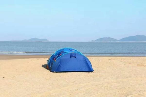 象山 游记            东旦沙滩位于象山东陈乡,三面环山,村东面是东