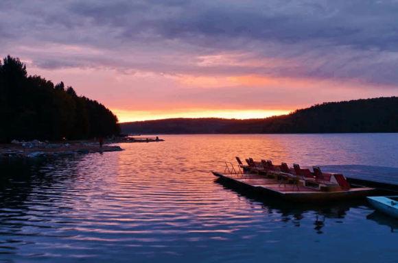 贝加尔湖畔简谱◆贝加尔湖畔简谱:创作背景简介《贝加尔湖畔》这首歌