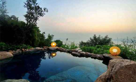 涵田半岛•半山温泉,坐落于山水旖旎的天目湖畔,青山妩媚,层林碧