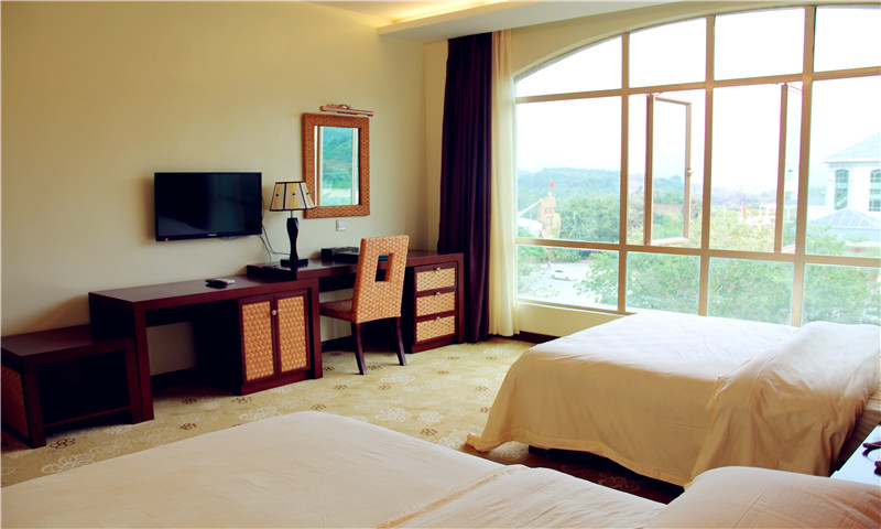 龍門鐵泉溫泉酒店--東湖豪華別墅雙人房住宿1晚(準5星,1張1.