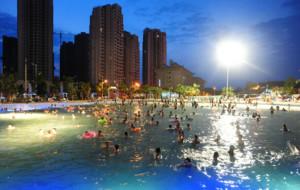【长寿图片】水上麻将、比基尼…长寿菩提古镇欢乐水世界成避暑天堂