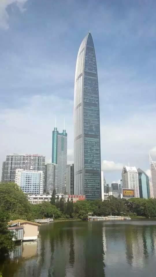 的        平安金融大厦,那时候还在建.