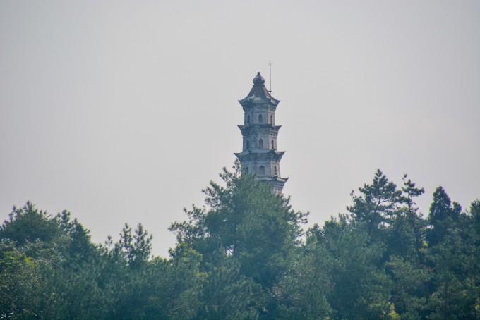 县人民政府于1982年12月,将文峰塔列为重点文物保护单位,并于1983年拨款万余元,重新修缮。修理后的文峰塔,体形格局保持原貌,塔身焕然一新,塔顶装有避雷针,以期古塔永存。   文峰塔雄踞跃龙山之巅,环山绕水,风景宜人,为县城主要标志之一。现根据民众所望,在文峰塔南侧山背之中,建造了一座碑亭,以记载文峰塔历史。形体外观胜似古代木结构模样(其实是以水泥钢筋制成),巧夺天工。