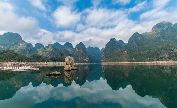 """兴义市有着""""百花之城""""的美誉,在全国大部分地方还是千里冰封,万里雪"""