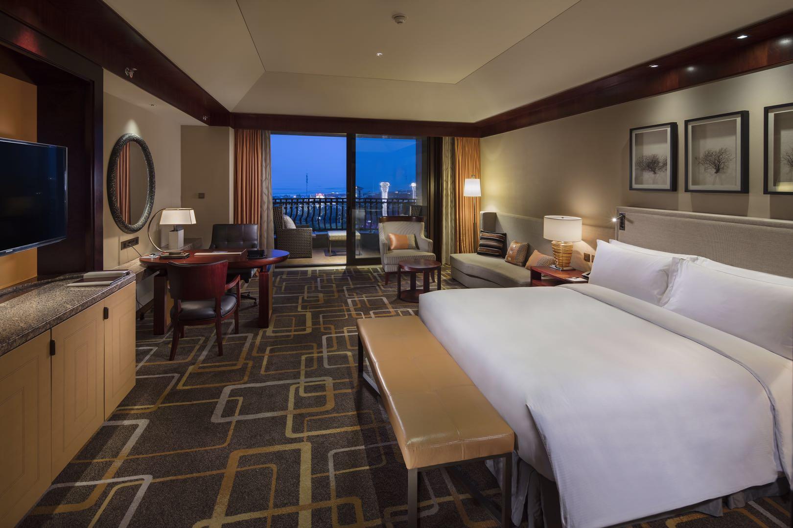 青岛金沙滩希尔顿酒店1晚 次日双人自助早餐 双人自助