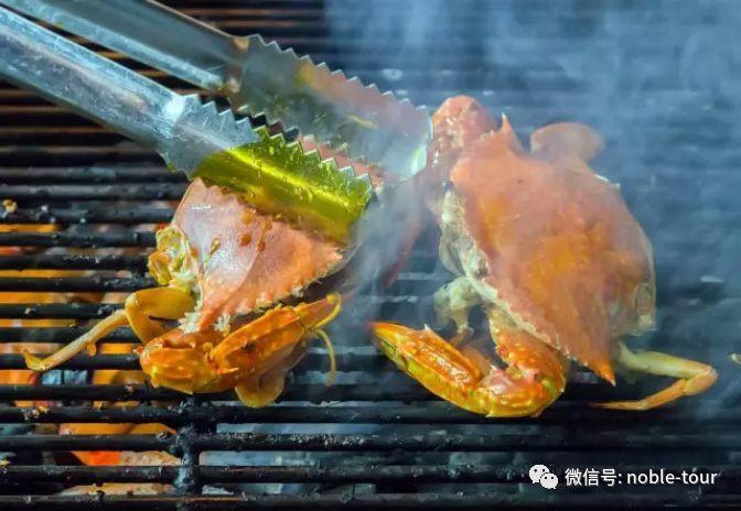 你能品尝到以蒸,烤,煮等方式制成的海鲜大餐,其中大龙虾,螃蟹,扇贝