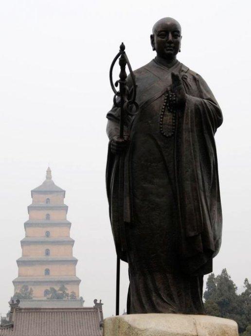 大慈恩寺中的大雁塔与唐僧塑像