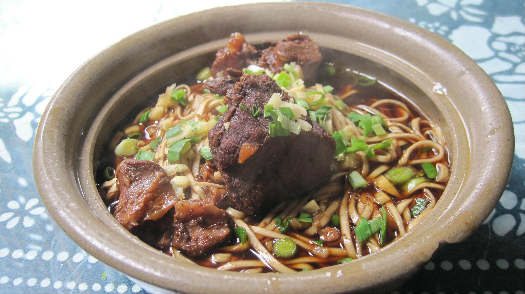 在乌镇偶然吃到的红烧羊肉面锡纸叉烧肉的做法锅图片