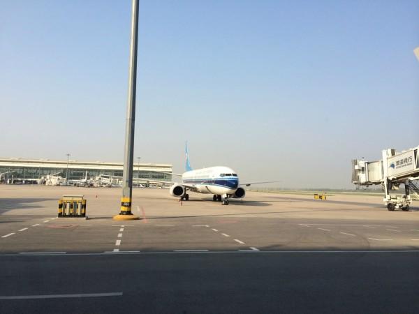 10在武汉天河飞机场集合完毕后,大家坐上了开往成都的航班,开启了休闲