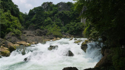 黄果树瀑布景区景点-冒水潭