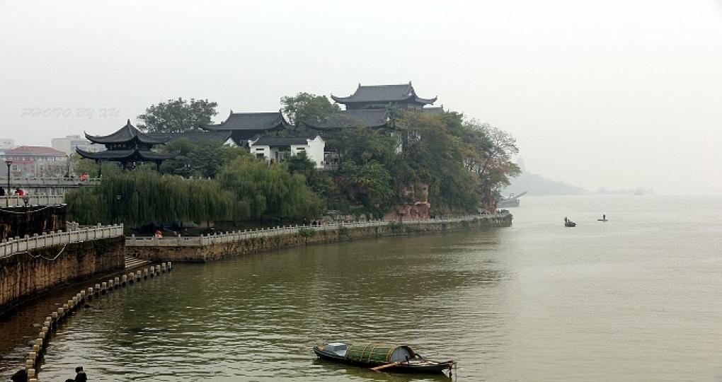 衡阳为国际旅游名城,历史悠久,古迹颇多,自然景观优美,南.