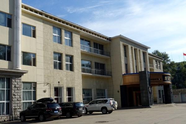 """鹤矿宾馆历经多次改建,扩建,宾馆也先后被称为""""鹤岗矿务局招待所"""",""""四"""