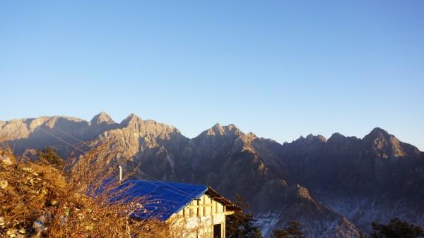 山顶太阳光图片素材