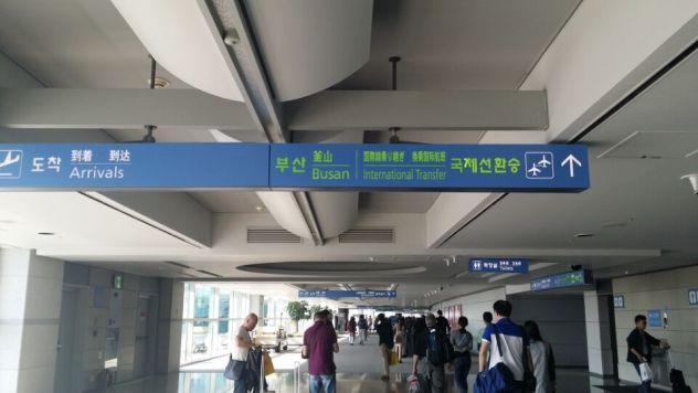 [题主采纳]谢邀~~ 【问】大韩航空转真航空 换登记牌以及行李直挂等问题! 【答】一下为详细内容 一、首尔飞塞班航班 1. 第2程航班由真航空执飞,登机牌需要在登机口打印。 2. 如果想坐一起,可以尽早到登机口将行程单和护照交给地勤,希望安排在一起。或者可以在工作日致电客服中心:021-68376877,(周一至周五 8:30~17:30) 3.