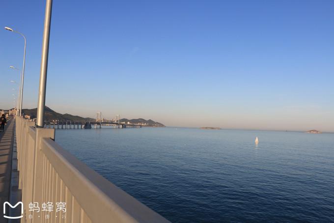 圣亚海洋世界,星海公园,黑石礁等沿途岸上风景,上至大桥你只能走到头