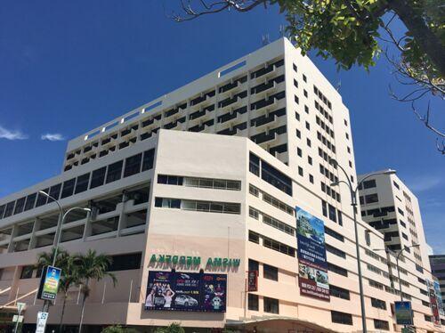 肥妈海鲜馆在海鲜一条街,边上是太平洋酒店,对面是龙门客栈,走路5