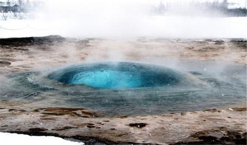 """这里也是""""冰岛最大的天然间歇喷泉"""