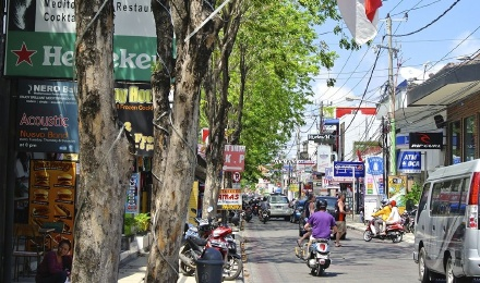 巴厘岛南部一日游(海神庙-烤猪排-水明漾老外区-库塔海滩-库塔洋人街)