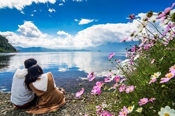 丽江/泸沽湖梦幻天堂里的女儿国那醉人的湖光山色,古老原始而又神秘...